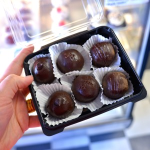 Vegan Cake Balls at Sugar Circus!